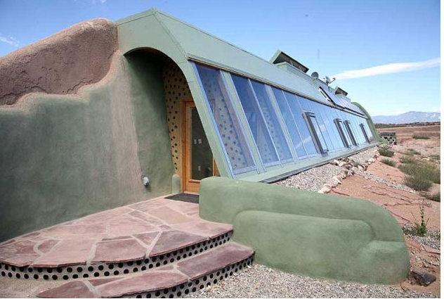 Empresa constrói casas incríveis a partir de materiais recicláveis